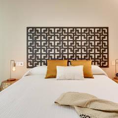 Home Staging Piso Piloto en Barcelona: Dormitorios de estilo  de Markham Stagers, Moderno