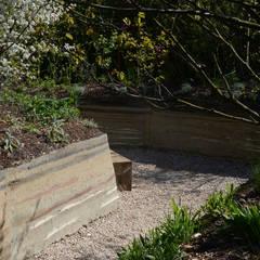 Jardin Humus Sapiens Sapiens: Jardin de style  par Cécile Charpentier, Minimaliste