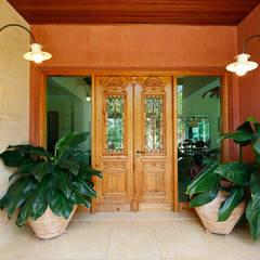 Couloir et hall d'entrée de style  par Eustáquio Leite Arquitetura