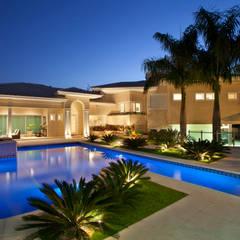Classic style houses by Eustáquio Leite Arquitetura Classic
