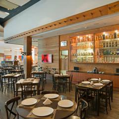 Bar e Restaurante Picanha do Cowboy: Bares e clubes  por Bee Arquitetura Criativa