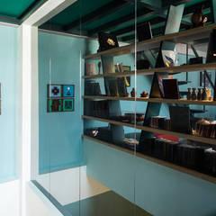 樓梯間:  視聽室 by 果仁室內裝修設計有限公司