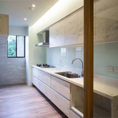 scandinavian Kitchen by 果仁室內裝修設計有限公司