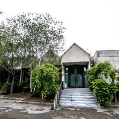 ASILO NIDO BAOBAB: Scuole in stile  di a2c architettura