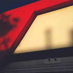 CLINICA DEL RAYON / Avenida Pasoancho: Concesionarios de automóviles de estilo  por ION arquitectura SAS,