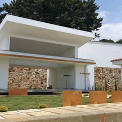 CAPILLA: Museos de estilo  por ION arquitectura SAS, Minimalista