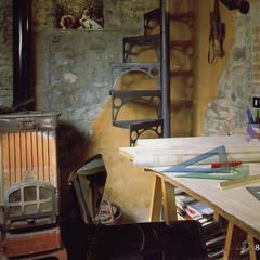 Casa in borgo antico: Studio in stile  di Studio Ad.G.G.