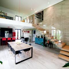 Salas / recibidores de estilo  por Andrea Picinelli