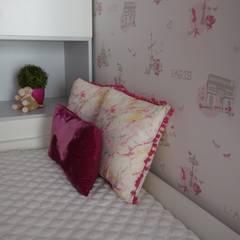 Un dormitorio en rosa: Dormitorios infantiles de estilo  de Noelia Villalba