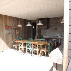 casa Balmaceda - Fontaine: Comedores de estilo  por David y Letelier Estudio de Arquitectura Ltda.