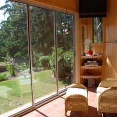 Schiebetüren für einen funktionellen Raum der zum Relaxen einlädt:  Terrasse von Schmidinger Wintergärten, Fenster & Verglasungen