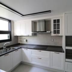 modern Kitchen by 예가컴퍼니