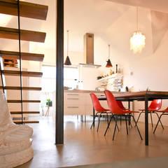 140 qm Galeriewohnung:  Esszimmer von freudenspiel - Interior Design