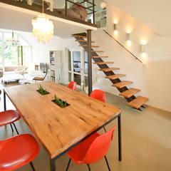 140 qm Galeriewohnung:  Esszimmer von freudenspiel - Interior Design,