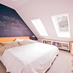140 qm Galeriewohnung:  Schlafzimmer von freudenspiel - Interior Design