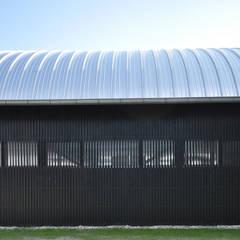 Clubgebouw Zeilvereniging Ouderkerkerplas:  Bars & clubs door Hugo Caron Architecten bna