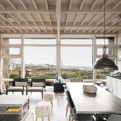 Casa Matanzas: Comedores de estilo  por MACIZO Arquitectura y Construcción Limitada