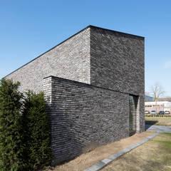 Energiepositieve woning:  Slaapkamer door Joris Verhoeven Architectuur