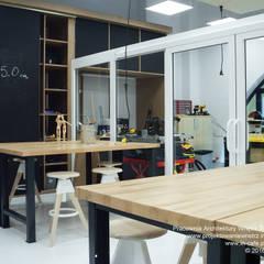 Design Center w American School of Warsaw: styl , w kategorii Szkoły zaprojektowany przez IN,