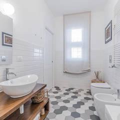 Ristrutturazione appartamento Milano, Tibaldi: Bagno in stile  di Facile Ristrutturare