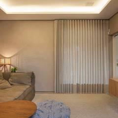 Home theater: Salas multimídia modernas por Maira Del Nero Arquitetura e Interiores