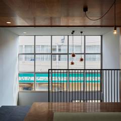   料理とお酒 晴ル: 一級建築士事務所 こよりが手掛けた和室です。