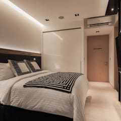Bartley Residence Interior Design Singapore:  Bedroom by Posh Home Interior Design,
