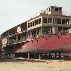 Nilschiff in der Werft:  Hotels von outsideIN | Innen-Architektur