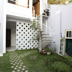 Residencial Liberdade: Garagens e edículas clássicas por SET Arquitetura e Construções