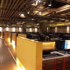PC 방 _ hall: 디자인알레스의  상업 공간