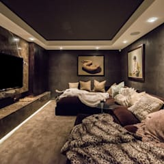 Luxurious Clifton Apartment:  Media room by Inhouse