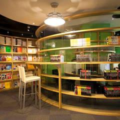 書的圓舞曲-聯徵中心圖書室:  視聽室 by 果仁室內裝修設計有限公司