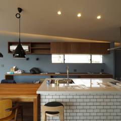 Kitchen by 近藤晃弘建築都市設計事務所