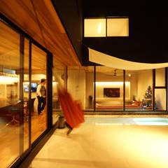 大東の家_水盤のあるガレージコートハウス: 近藤晃弘建築都市設計事務所が手掛けた庭です。
