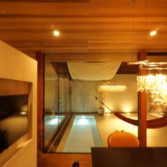 大東の家_水盤のあるガレージコートハウス: 近藤晃弘建築都市設計事務所が手掛けたプールです。