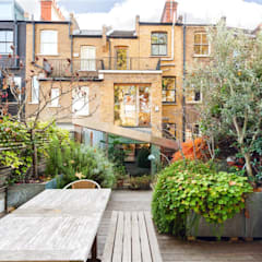 Fashion Street, E1:  Garden by APT Renovation Ltd