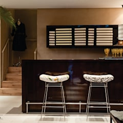 Pasillos y vestíbulos de estilo  por SET Arquitetura e Construções