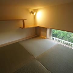 南港の家_木のマンションリノベーション: 近藤晃弘建築都市設計事務所が手掛けた書斎です。