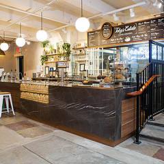 Cafeteria Tobys: Bares y Clubs de estilo  de PL Architecture