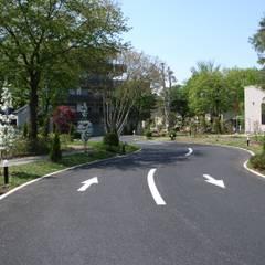Voortuin door 株式会社小木野貴光アトリエ 級建築士事務所,