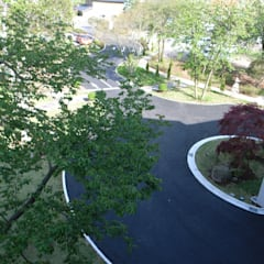 Front yard by 株式会社小木野貴光アトリエ 級建築士事務所