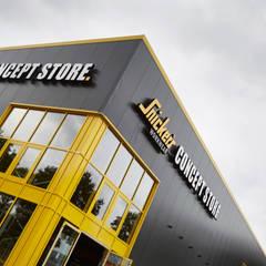 Fasade Store mit Haupteingang:  Ladenflächen von bksn architektur innenarchitektur