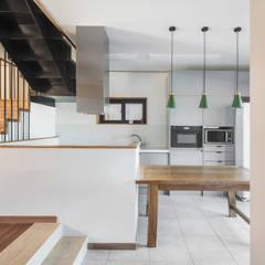 modern Dining room by 디자인 인사이트 (DESIGN INSITE)