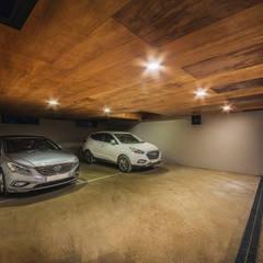 modern Garage/shed by 디자인 인사이트 (DESIGN INSITE)