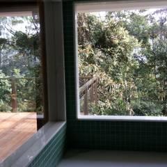 vista da sauna: Spas  por Carlos Parada & Associados