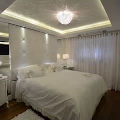 Apartamento Comentador Caminha Porto Alegre Moinhos de Vento - A cliente pediu muito Espelho!: Quartos  por Tiede Arquitetos