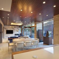 1층 식당: (주)건축사사무소 모도건축의  다이닝 룸