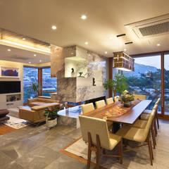 평창동 단독주택 3 _modern and luxury guest house: (주)건축사사무소 모도건축의  다이닝 룸