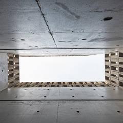 Yeorim 여림 주택: 건축사사무소 어코드 URCODE ARCHITECTURE의  실내 정원,모던 콘크리트