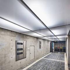 Yeorim 여림 주택: 건축사사무소 어코드 URCODE ARCHITECTURE의  차고